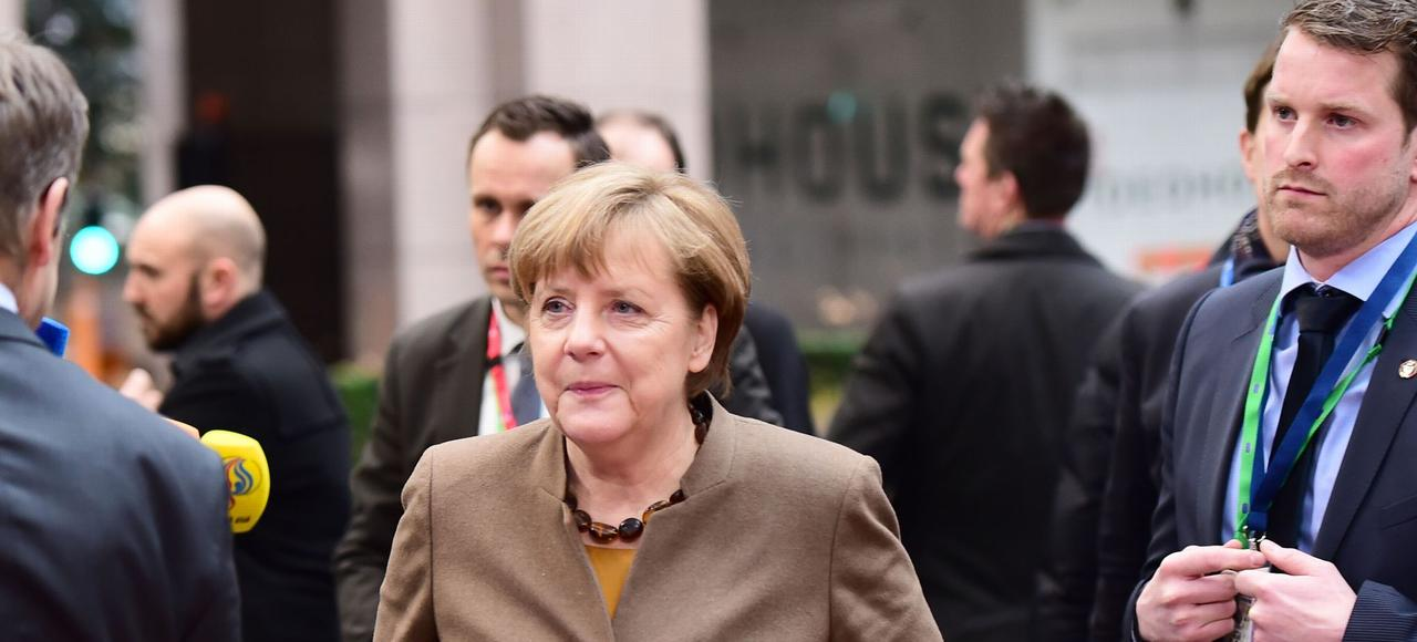 «La protection des frontières extérieures (de l'UE) est la condition sine qua non pour garantir la libre circulation», a rappelé Angela Merkel (ici jeudi, à Bruxelles).