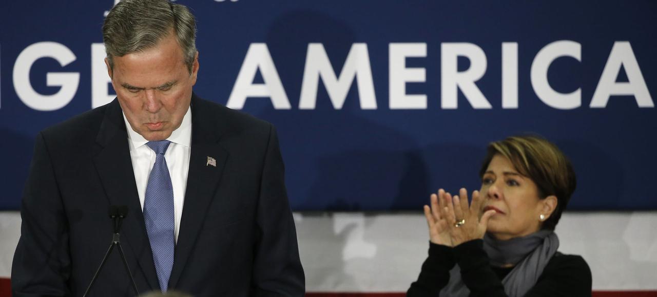 Après sa défaite électorale dans la primaire de Caroline du Sud, Jeb Bush a annoncé son retrait de la course à la présidence, samedi à Columbia.