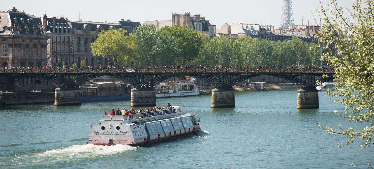 Les Vedettes du Pont Neuf, sur la Seine.