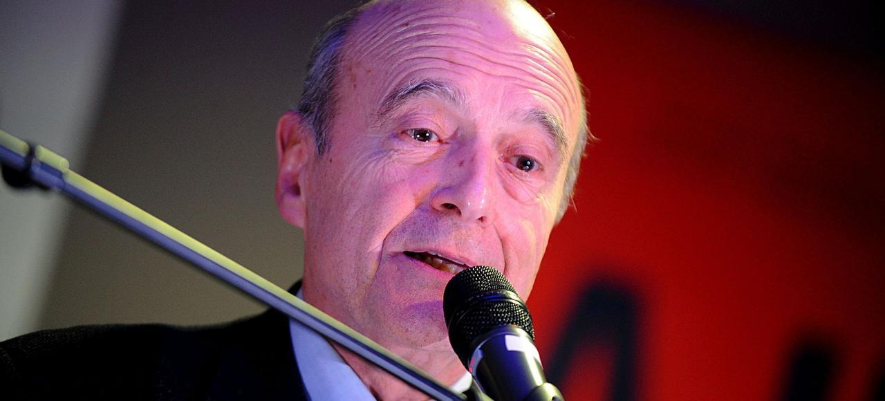 «On a l'impression qu'à l'approche de l'élection présidentielle, ce gouvernement est pris d'une sorte de frénésie de législation, essayant d'ailleurs de piquer des idées plutôt à droite qu'à gauche», a taclé Alain Juppé (ici le 10 février, à Grenoble).