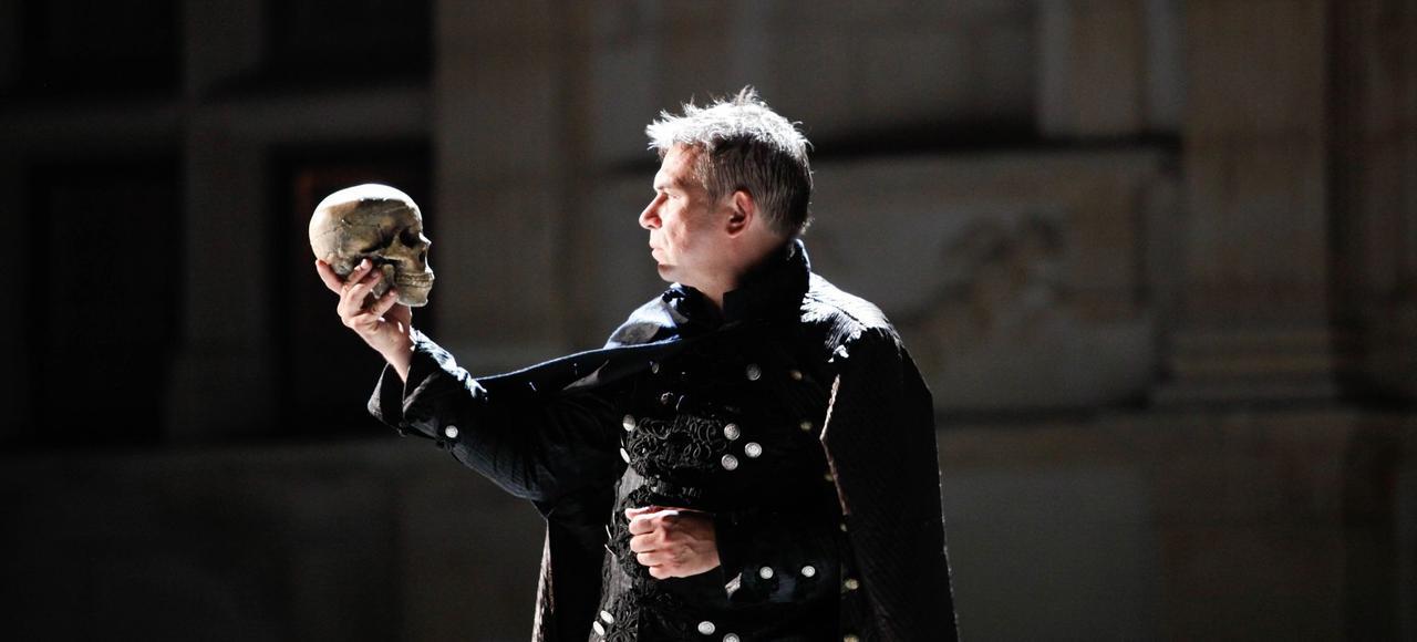 Philippe Torreton incarne le rôle-titre dans <i>Hamlet</i>, de William Shakespeare, mis en scène par Jean-Luc Revol, à Grignan, à l'été 2011.