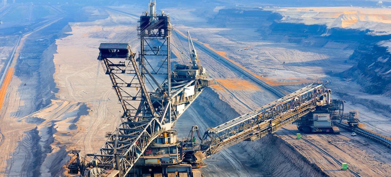 L'extraction de charbon dans une mine à ciel ouvert en Allemagne.