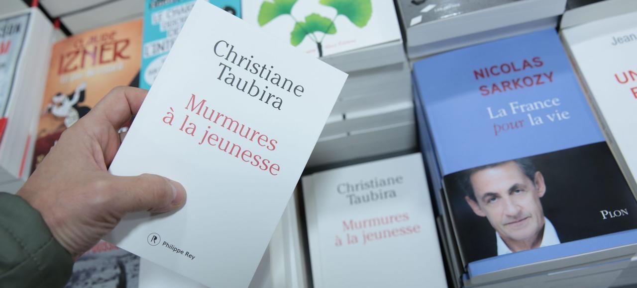 Les deux ouvrages politiques caracolent en tête du classement des meilleures ventes de livres.