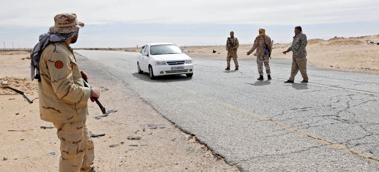 Des soldats libyens la semaine dernière au checkpoint de Wadi Bey, entre Sirte et Misrata.