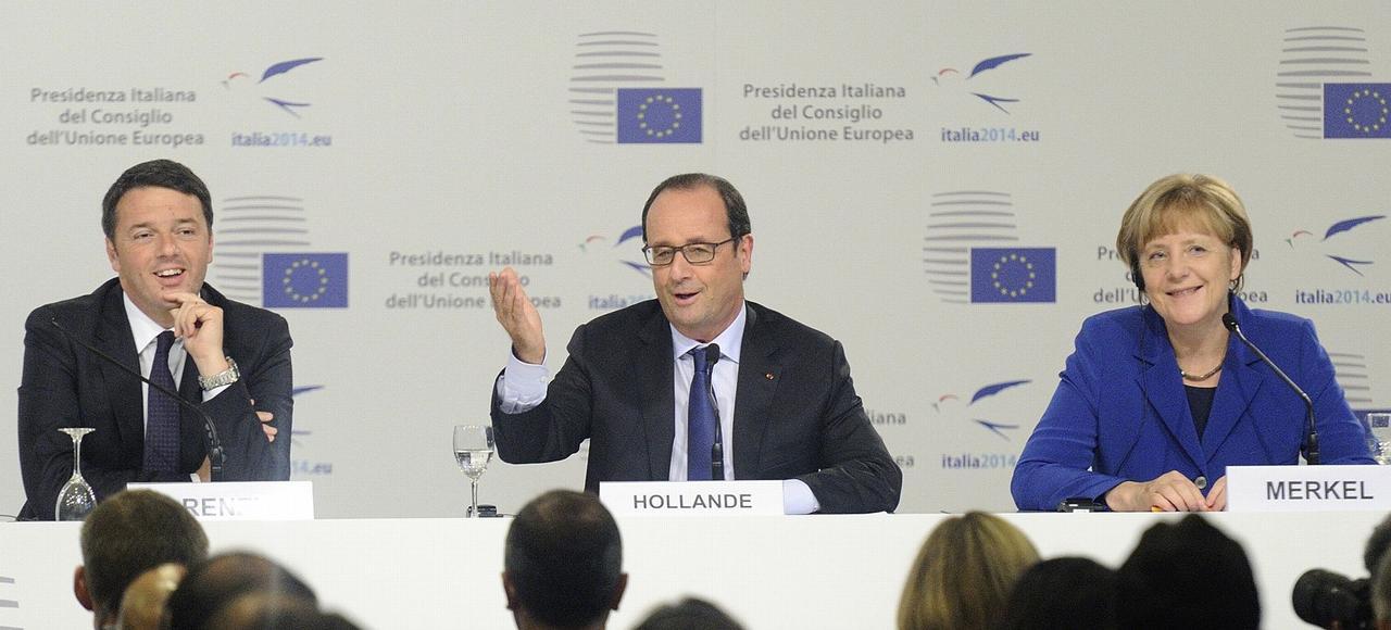 Le premier ministre italien Matteo Renzi, François Hollande et la Chancelière Merkel, le 8 octobre 2014, lors d'une conférence de presse sur l'emploi.