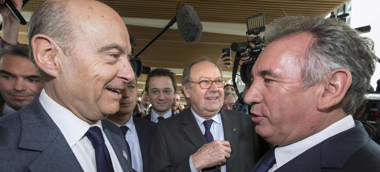 François Bayrou croisant Alain Juppé, jeudi, au Salon de l'agriculture.