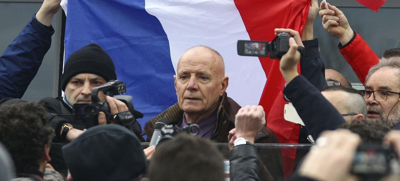 Christian Piquemal lors de la manifestation du 6 février à Calais