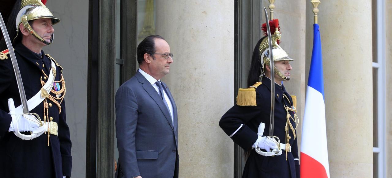 François Hollande, sur le perron de l'Élysée.