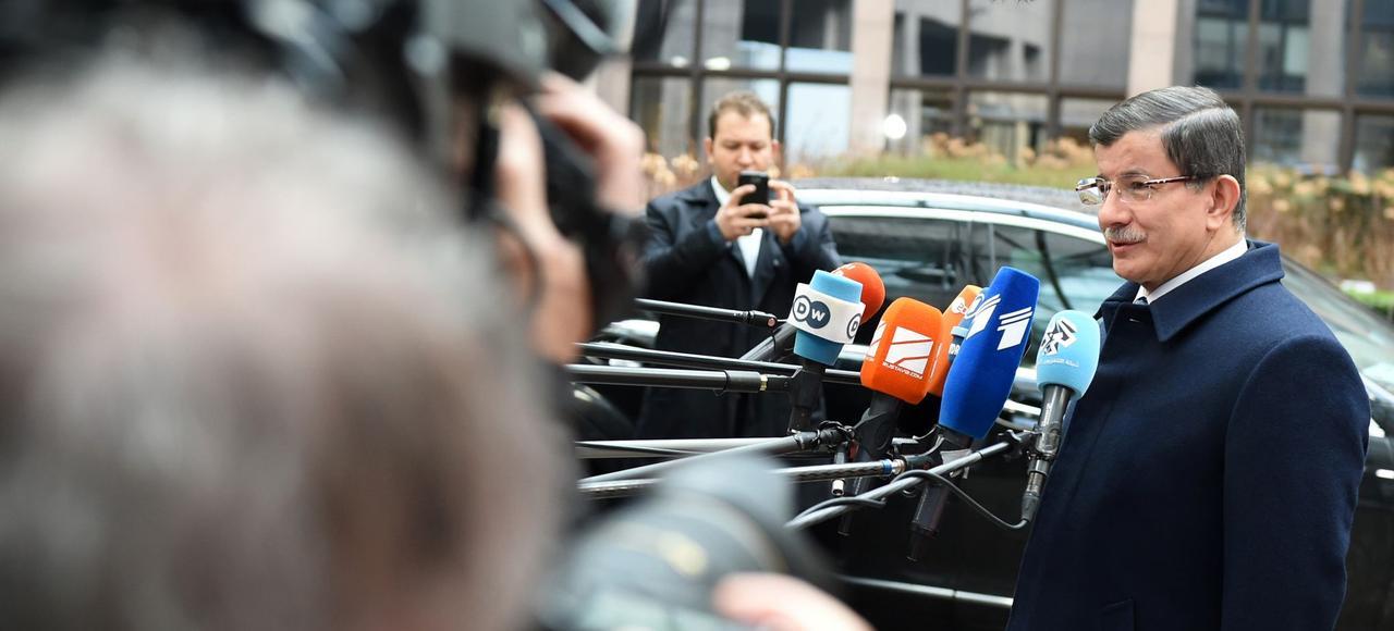 Le premier ministre turc Ahmet Davutoglu était très attendu par les médias, à son arrivée au sommet turco-européen.