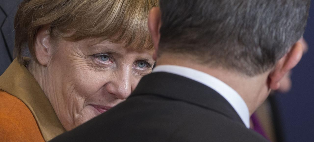 Angela Merkel et Ahmet Davutoglu, le premier ministre turc, lundi à Bruxelles.