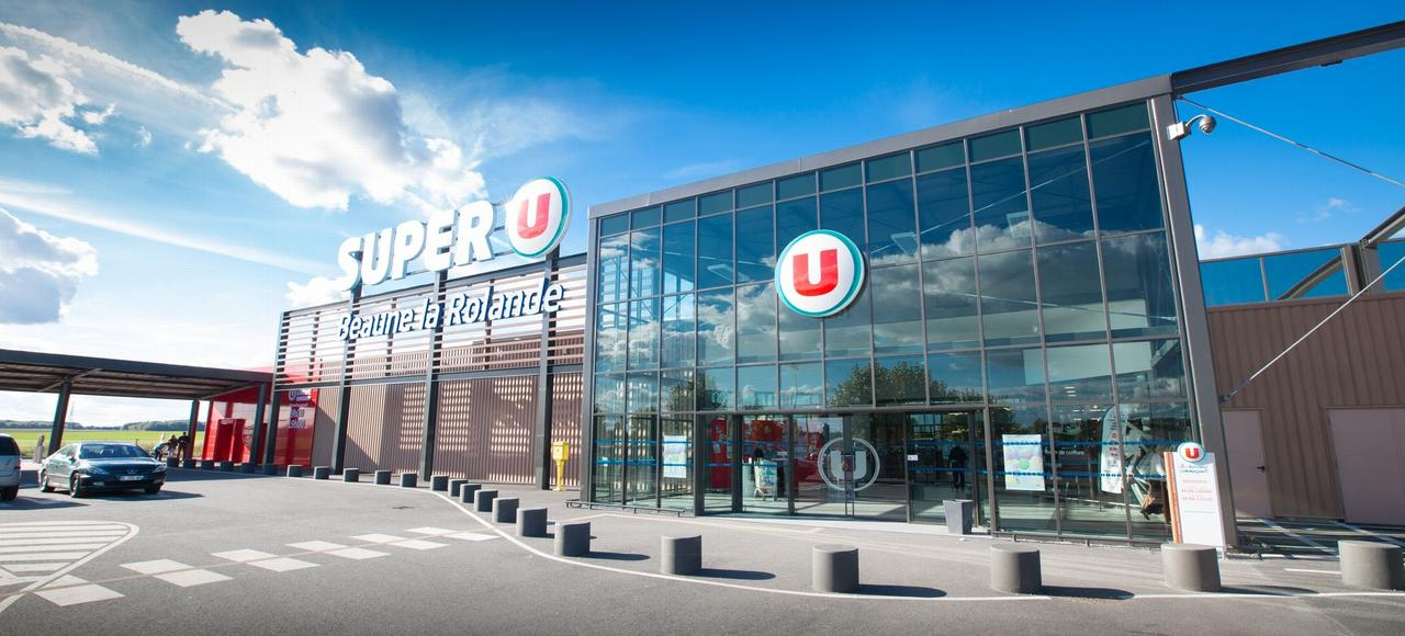 L'objectif est de transférer tous les supermarchés Simply Market sous bannière SystèmeU, tandis que les HyperU deviendraient des Auchan.