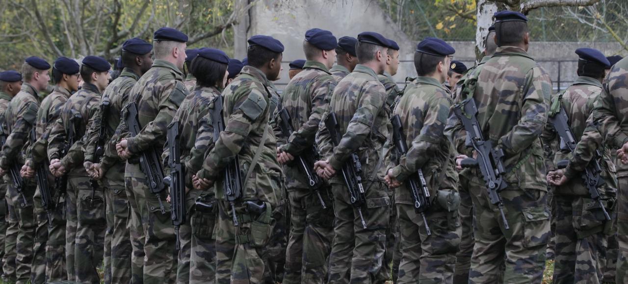 Le gouvernement souhaite augmenter le nombre d'unités de réserve et étendre leur maillage sur le territoire (ici à Paris, le 16 novembre 2015), pour renforcer la protection intérieure, notamment dans le cadre de l'opération «Sentinelle».