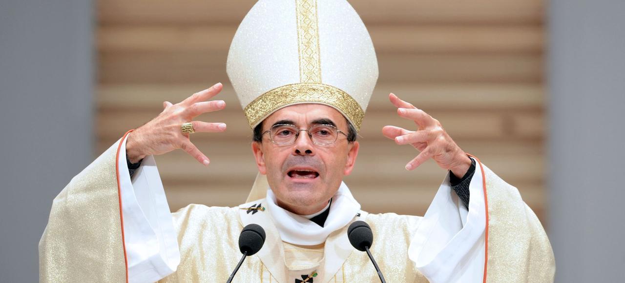 Le cardinal Barbarin, le 8 décembre 2015, lors d'une cérémonie pour la Fête des Lumières à Lyon.