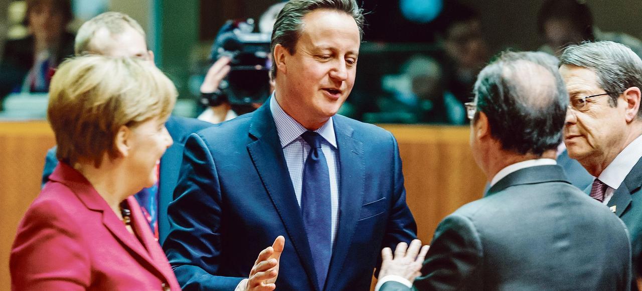 Angela Merkel, David Cameron, François Hollande (de dos) et le président chypriote Nicos Anastasiades, jeudi à Bruxelles lors d'un sommet européen consacré à la crise des réfugiés.