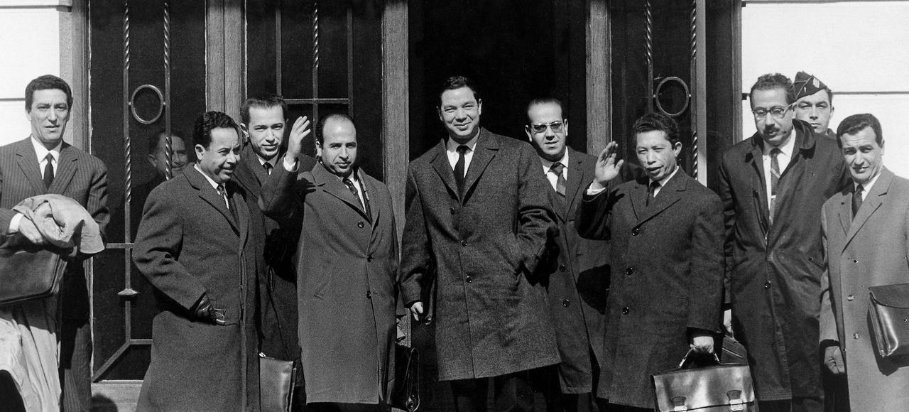 La signature du cessez le feu, à Evian, le 18 mars, marque le début de l'indépendance de l'Algérie.