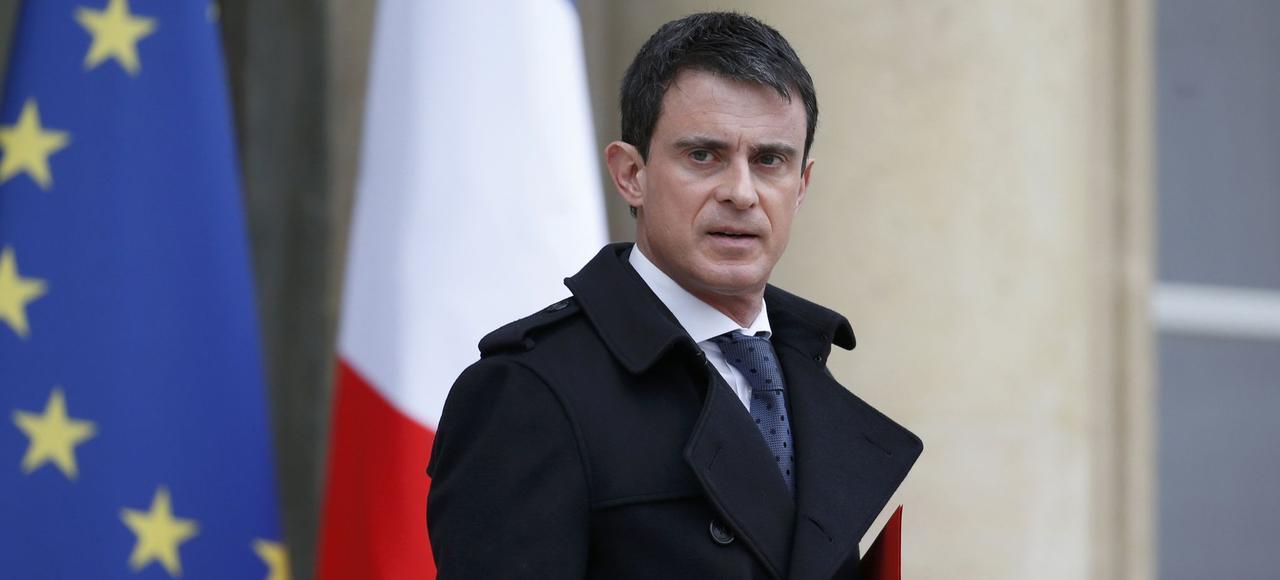 Manuel Valls à la sortie du conseil de défense, samedi à Paris.