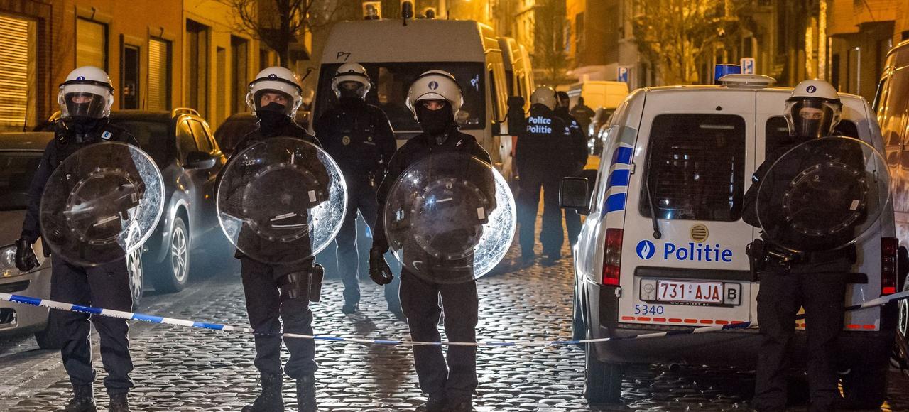 Le quartier de Molenbeek bouclé par la police belge lors de l'arrestation de Salah Abdeslam, le 18 mars en Belgique.