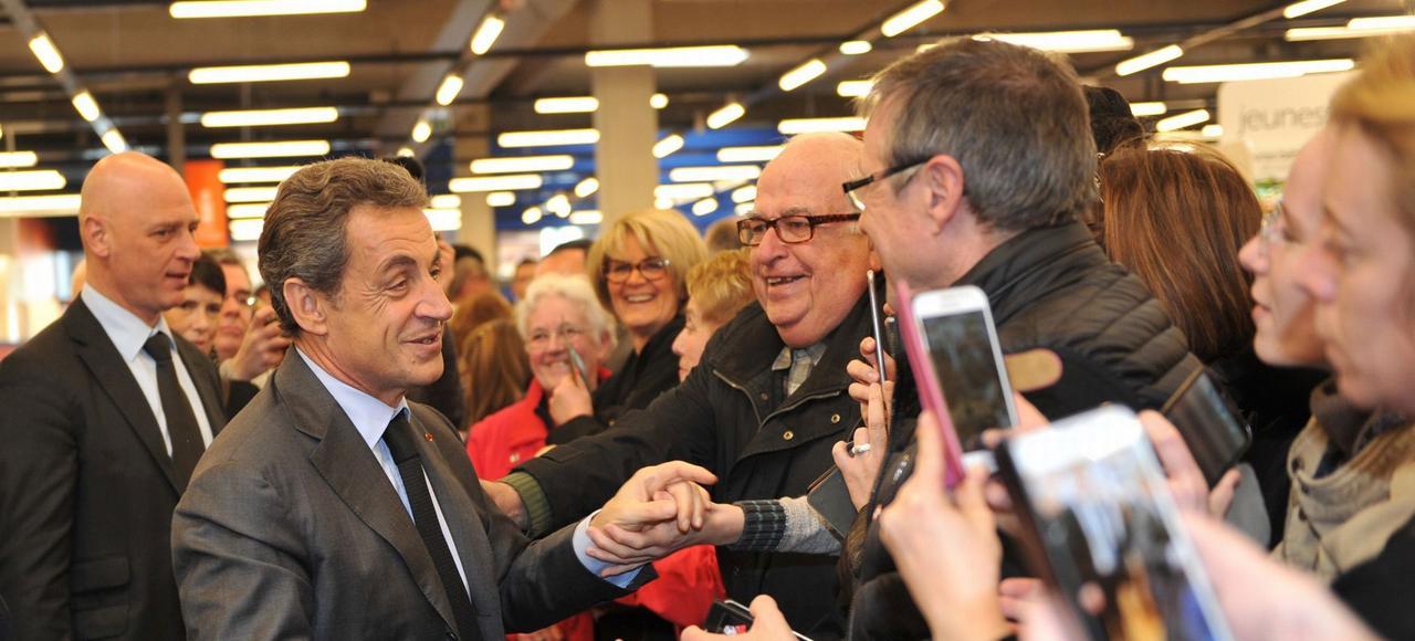 Nicolas Sarkozy a été accueilli à Saint-Maur, dans l'Indre, par plus de quatre cents fans venus pour faire dédicacer son livre.