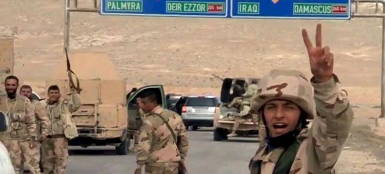 Les forces loyales à Bachar el-Assad célébrent jeudi leur avancée sur Palmyre, tenue par Daech depuis mai dernier.