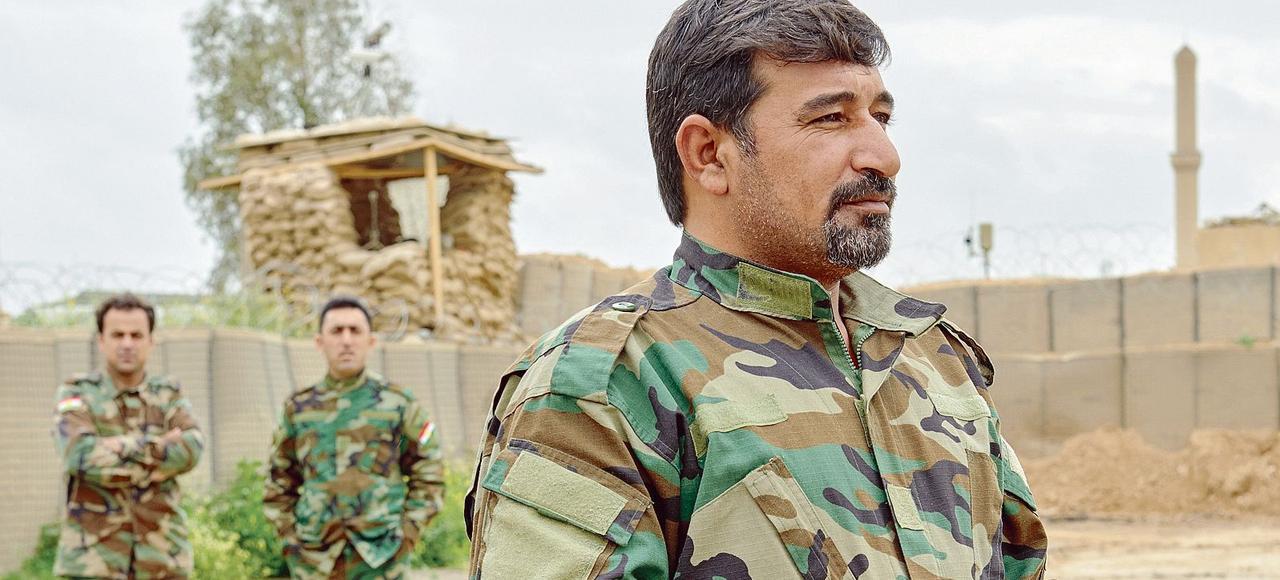 Aux côtés des différentes organisations kurdes, de l'armée irakienne et des forces spéciales américaines, Nazhan Sakher dirige une milice sunnite locale qui combat l'État islamique.
