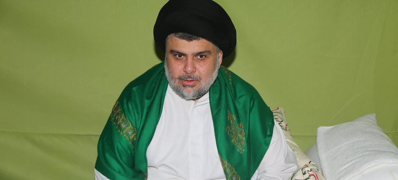 Le dignitaire chiite Moqtada al-Sadr qui s'est installé dans une tente dans la zone verte de Bagdad, réclame la constitution d'un gouvernement de technocrates pour en finir avec le népotisme des politiques.