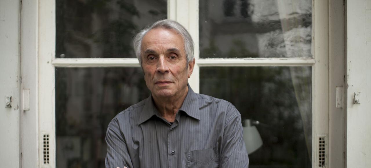 Alain Corbin, chez lui, à Paris, en 2013.