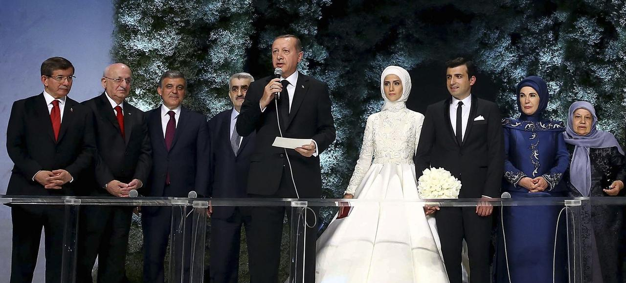 Le président turc faisant un discours lors du mariage de sa fille cadette Sümeyye avec Selçuk Bayraktar, à Istanbul le 14 mai 2016.