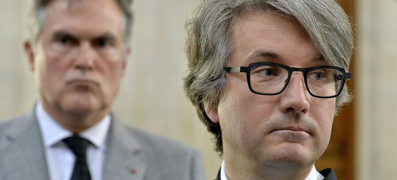 MeArnaud Dupin <i>(à droite)</i>, avocat de Liliane Bettencourt devant Olivier Pelat, tuteur de la milliardaire.