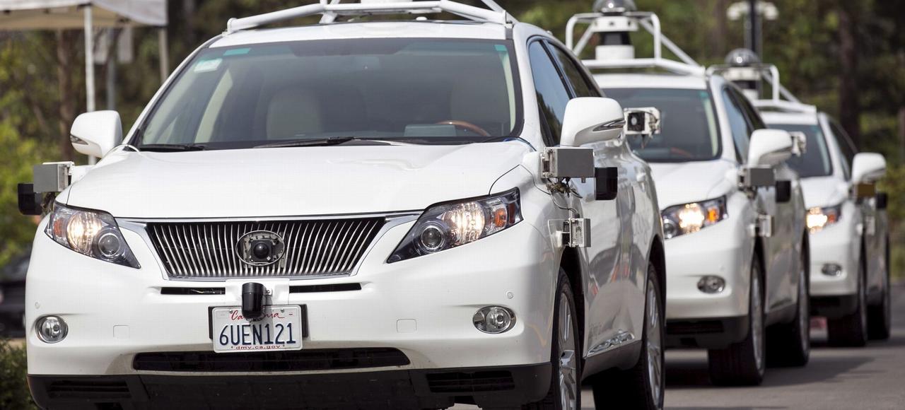 Modèle de Lexus autonome présenté le 29 septembre 2015 en Californie, durant une exhibition de Google Car.