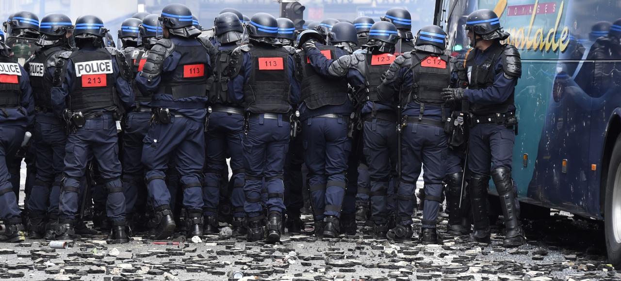 Les forces de l'ordre confrontées à la violence des casseurs le 14 juin 2016, à proximité de l'Hôpital Necker.
