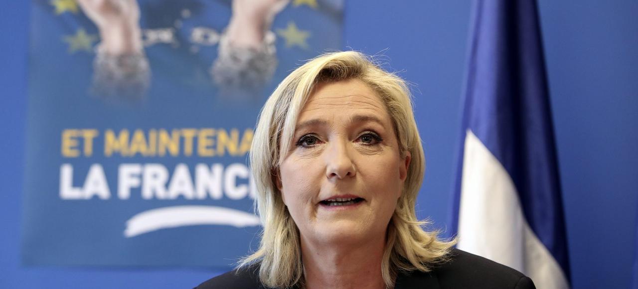 Marine le Pen se pose en porte-voix de toute la mouvance eurosceptique ou souverainiste, qu'elle soit de gauche ou de droite.