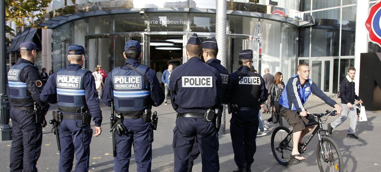 Patrouille de policiers municipaux à Nice.