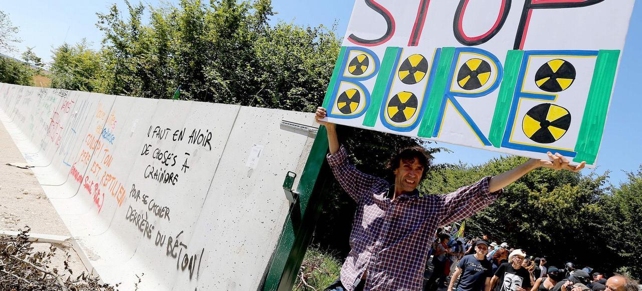 Manifestation contre la construction du site de stockage de déchets nucléaires, dimanche à Bure (Meuse).