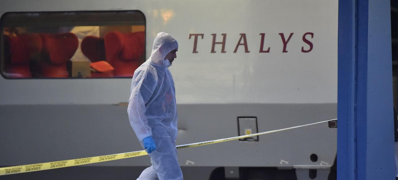 Le 21 août 2015, Ayoub El Khazzani est maîtrisé par 4 passagers du Thalys et remis à la police en gare d'Arras où le train s'est arrêté pour permettre les premières investigations.