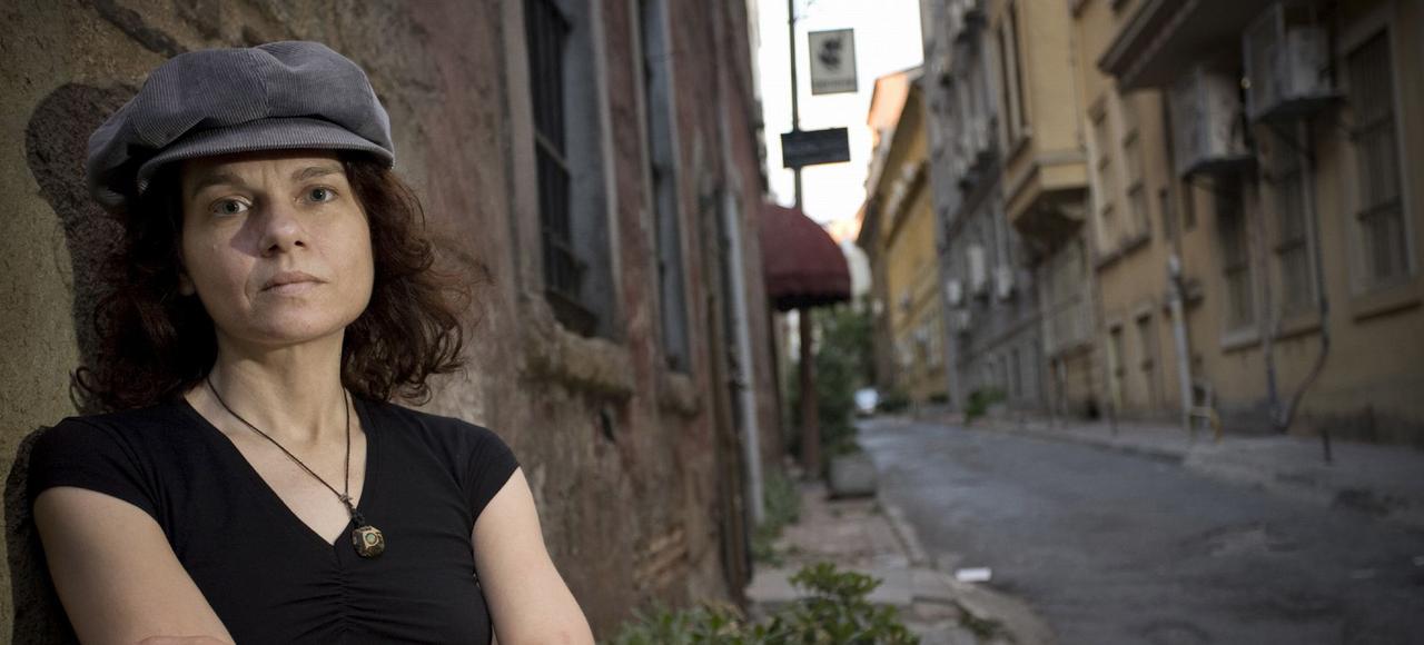 Transférée il y a quelques jours à Barkirkoy, la prison pour femmes d'Istanbul, la pasionaria aux yeux gris-vert fait à son tour l'épreuve de la détention, thème central du <i>Bâtiment de pierre</i>, son dernier roman traduit en français.