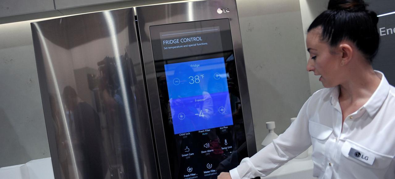 Le réfrigérateur connecté de LG, présenté à l'IFA 2016 à Berlin, adapte tout seul sa température et vous transmet la liste des courses sur votre smartphone.