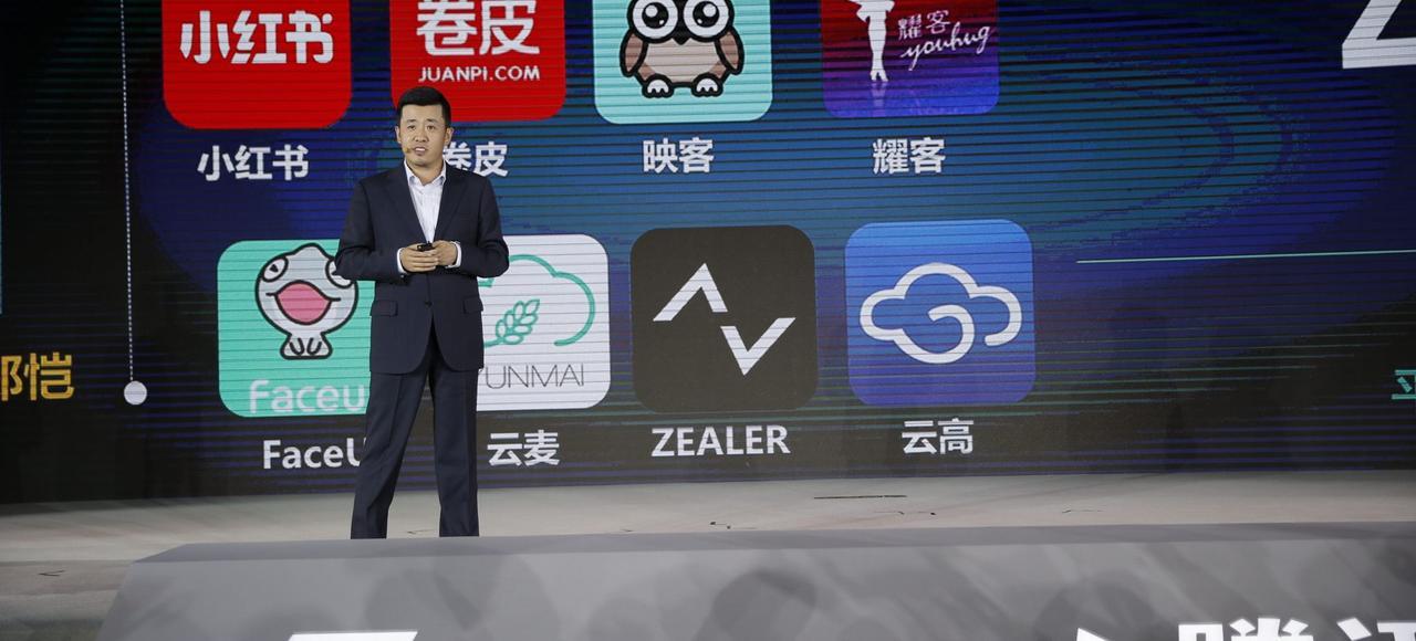 Lin Songtao, vice-president de Tencent Mobile Business Group, s'exprime lors d'une conférence de presse, le 23 avril 2016, à Haikou.