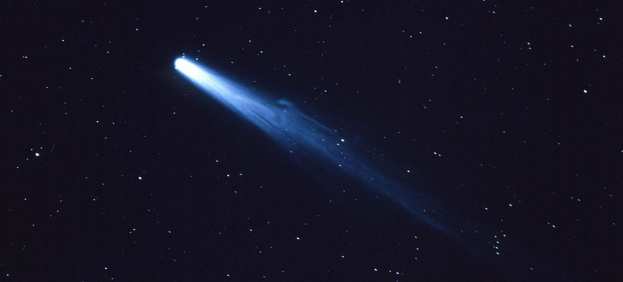 La comète de Halley photographiée au Pérou le 2 avril 1910 (cyanotype exposé 30 minutes).