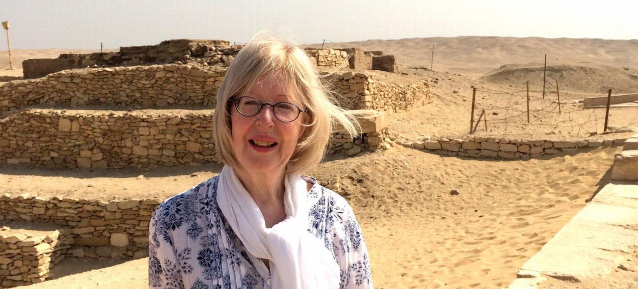 Christiane Ziegler, égyptologue passionnée, lit couramment les hiéroglyphes.