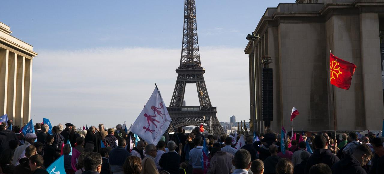 L'arrivée du cortège de la Manif pour Tous, dimanche au Trocadéro.