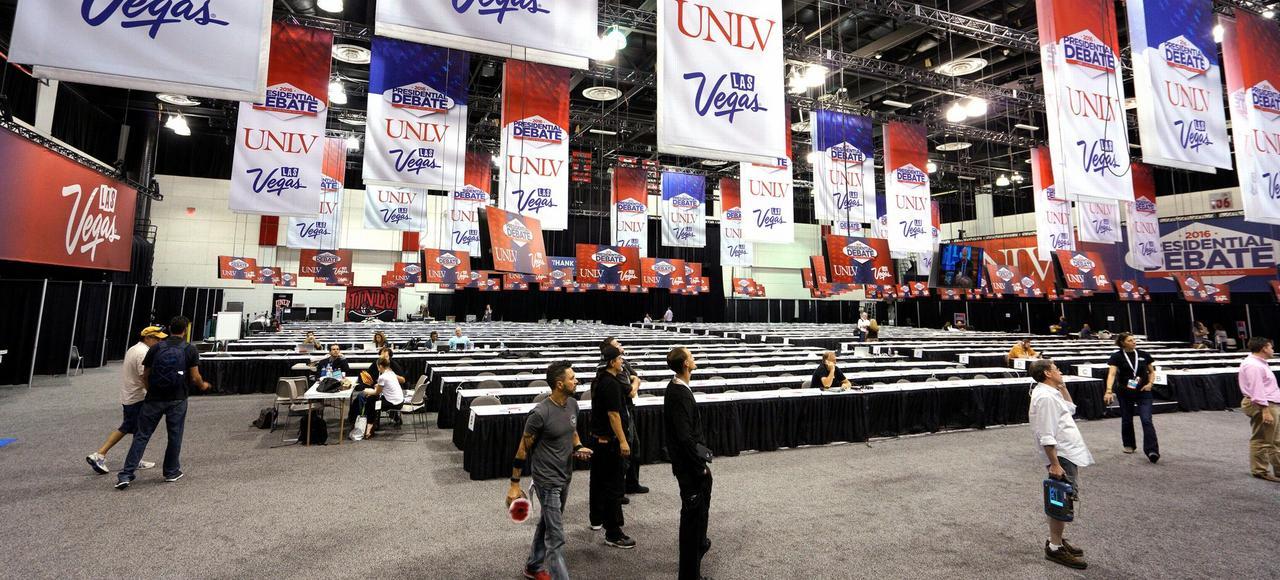 Préparatifs de la salle de presse au sein de l'université de Las Vegas, lundi, avant le dernier débat électoral présidentiel.