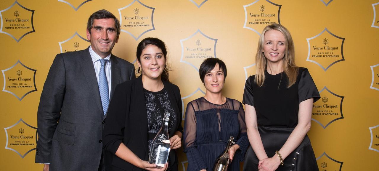 De droite à gauche, Delphine Arnault, Caroline Hilliet-Le Branchu, Anaïs Barut et le PDG de Veuve Clicquot.
