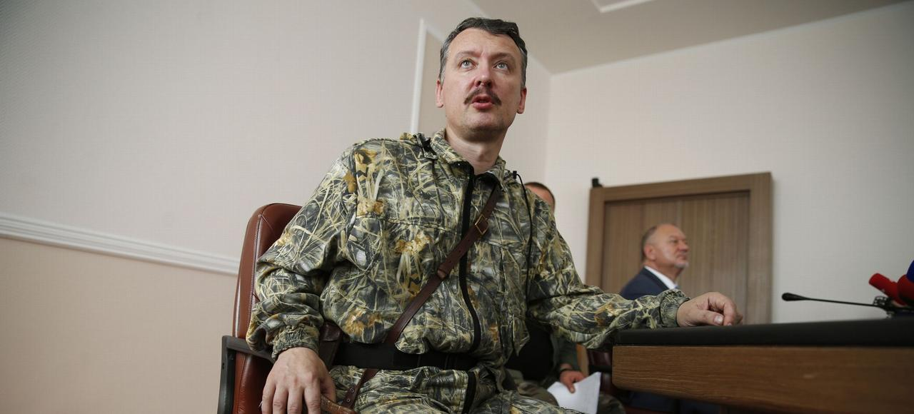 Le commandant prorusse des séparatistes de la République de Donetsk, Igor Strelkov, pendant une conférence de presse, à Donetsk, en juillet 2014.