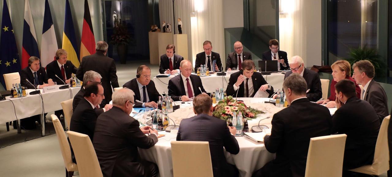 Angela Merkel, François Hollande, Petro Porochenko et Vladimir Poutine, lors d'une réunion, mercredi à Berlin.