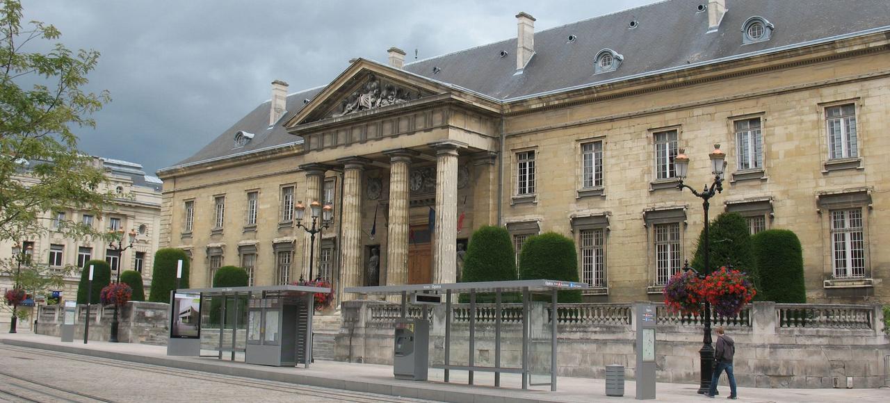 Le palais de justice de Reims, où sera examinée jeudi l'affaire de la jeune musulmane qui aurait été frappée parce qu'elle aimait un catholique.