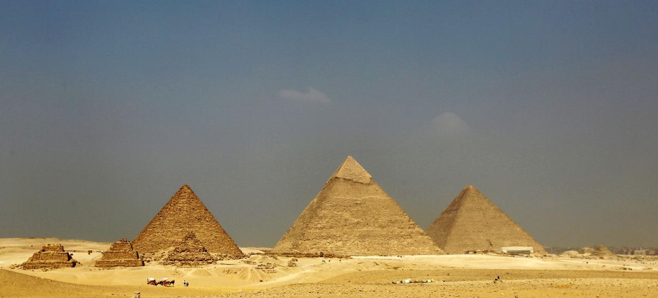 Les pyramides de Gizeh.
