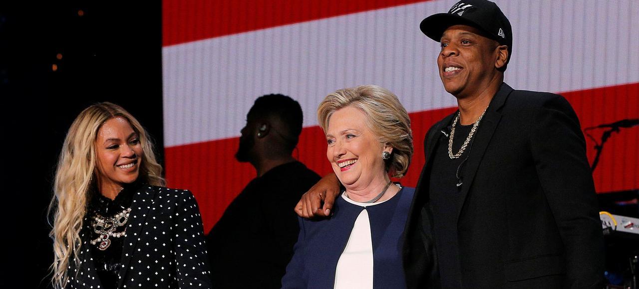 Les stars de la chanson Beyoncé et Jay Z ont fait monter Hillary Clinton sur scène et appelé à voter pour elle, le 4 novembre lors d'un concert à Cleveland, dans l'Ohio.
