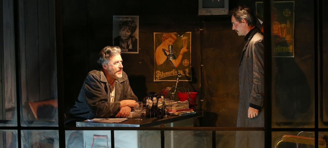 «Audience» et «Vernissage», deux pièces de Vaclav Havel mises en scène par Anne-Marie Lazarini, à l'Artistic Théâtre, à Paris.
