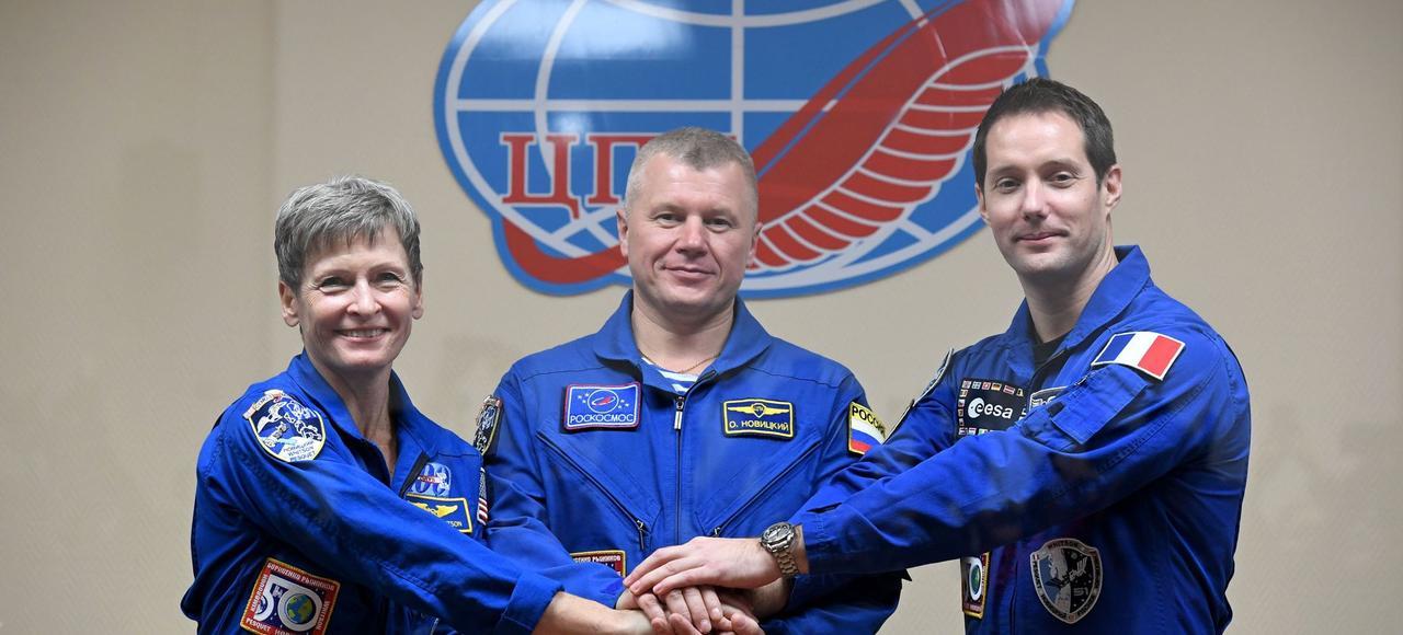 Ici au Cosmodrome de Baïkonour, au Kazakhstan, mercredi, l'Américaine Peggy Whitson et le Russe Oleg Novitsky qui accompagneront le Français Thomas Pesquet.