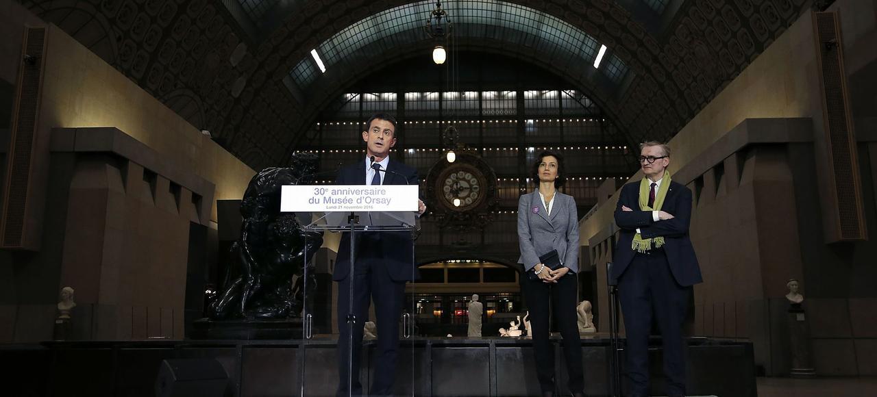 Le 21 novembre, Manuel Valls, aux côtés d'Audrey Azoulay et de Guy Cogeval, prononce un discours à l'occasion du 30e anniversaire du Musée d'Orsay.